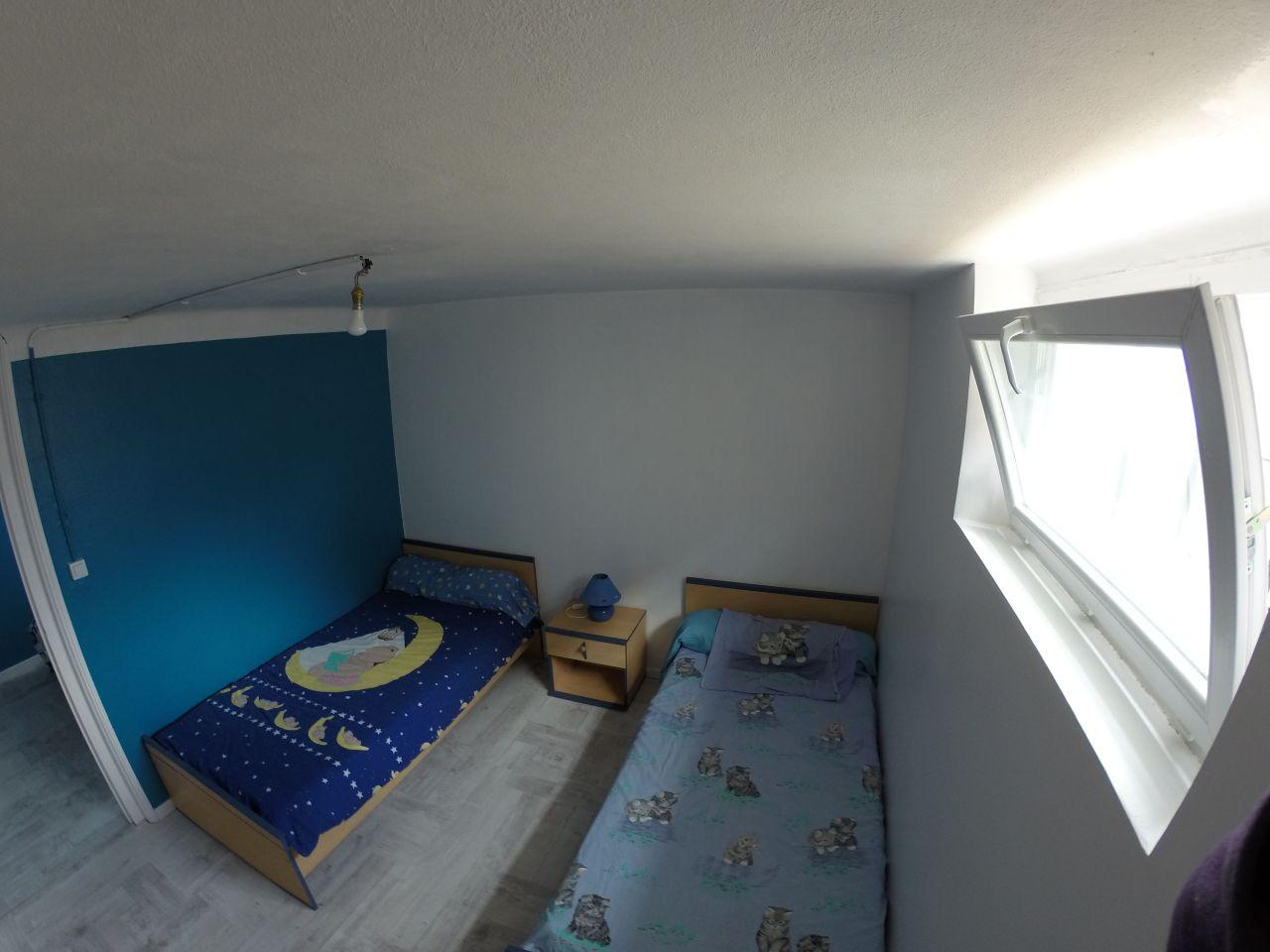 Chambre d'enfant au sous-sol