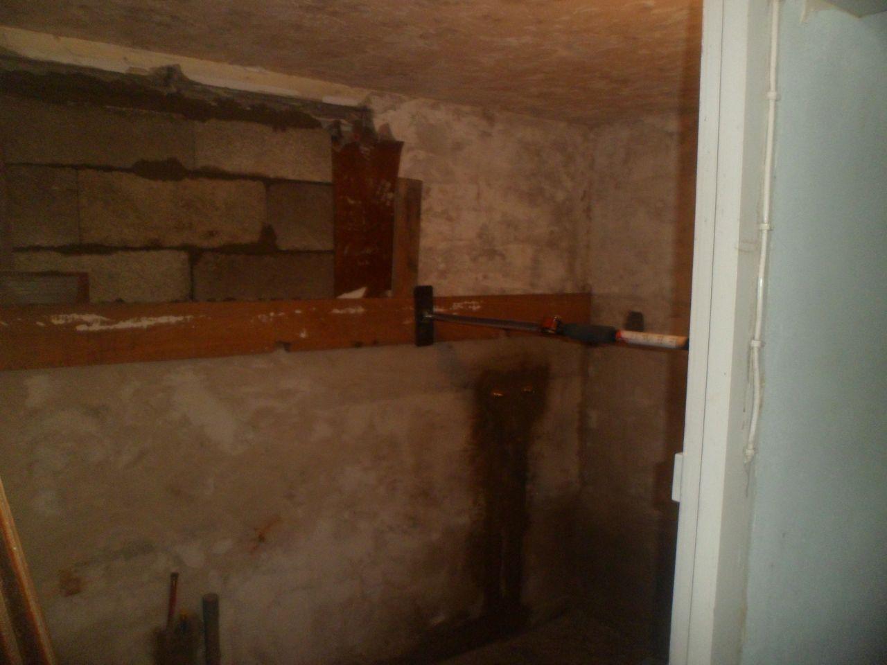 Rebouchage de la fenêtre existante (l'extension se trouvera derrière).