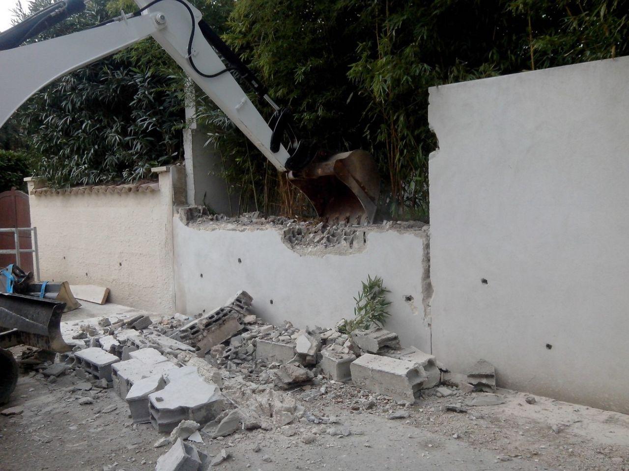 Casse du mur de clôture
