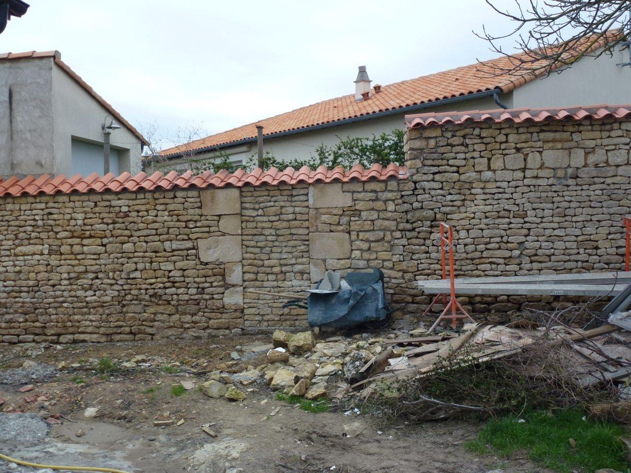 Mur de l'entée après réfection.