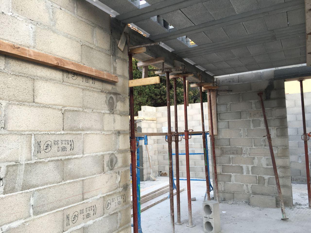 ils sont bientot prets a couler la dalle plancher du 1er etage