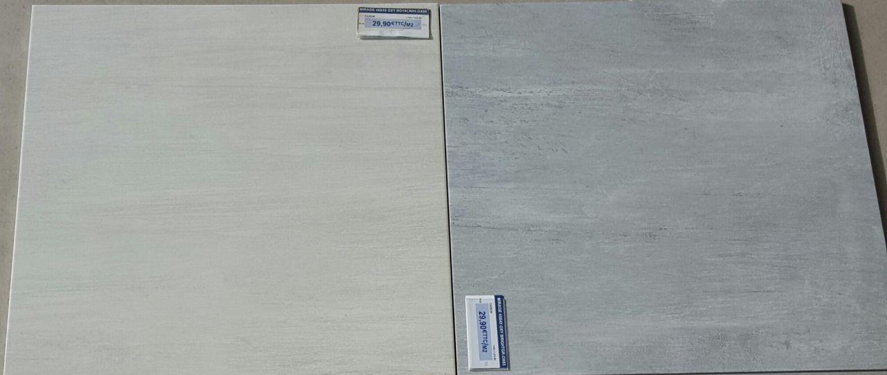 Carrelage Blanc (salon, dégagement et WC2) et gris (cellier, cuisine entrée, bureau et WC1)