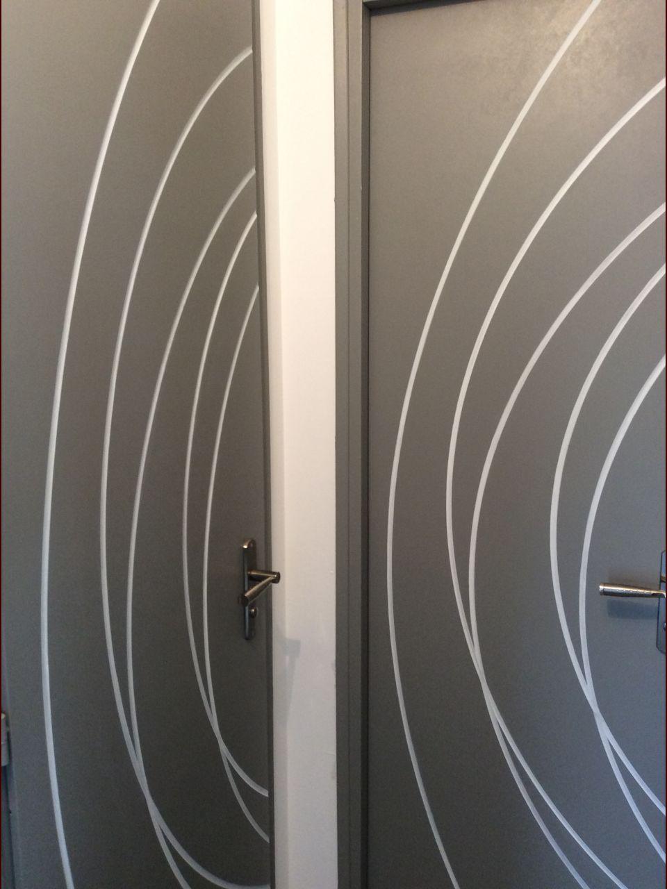 Comment peindre porte maison design for Peindre porte interieure 2 couleurs