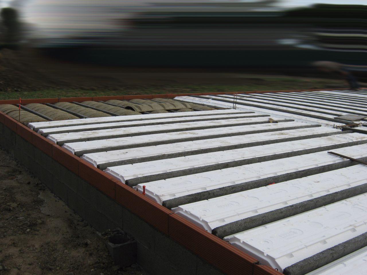 assemblage vide sanitaire hourdis polystyrène et bois compressé pour terrasses
