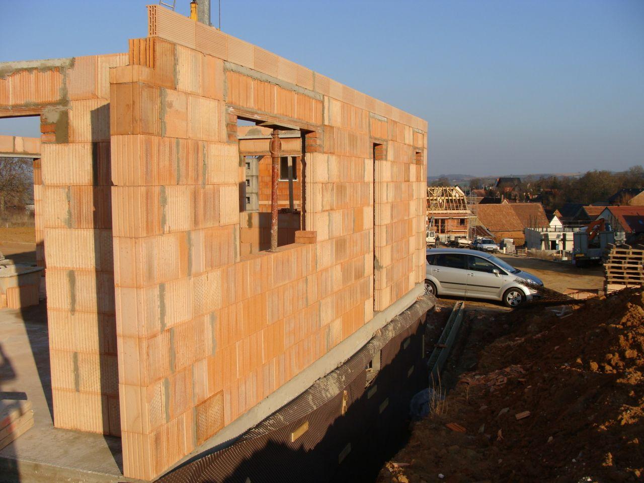 Elévation des murs du RDC terminée au 2ème jour.