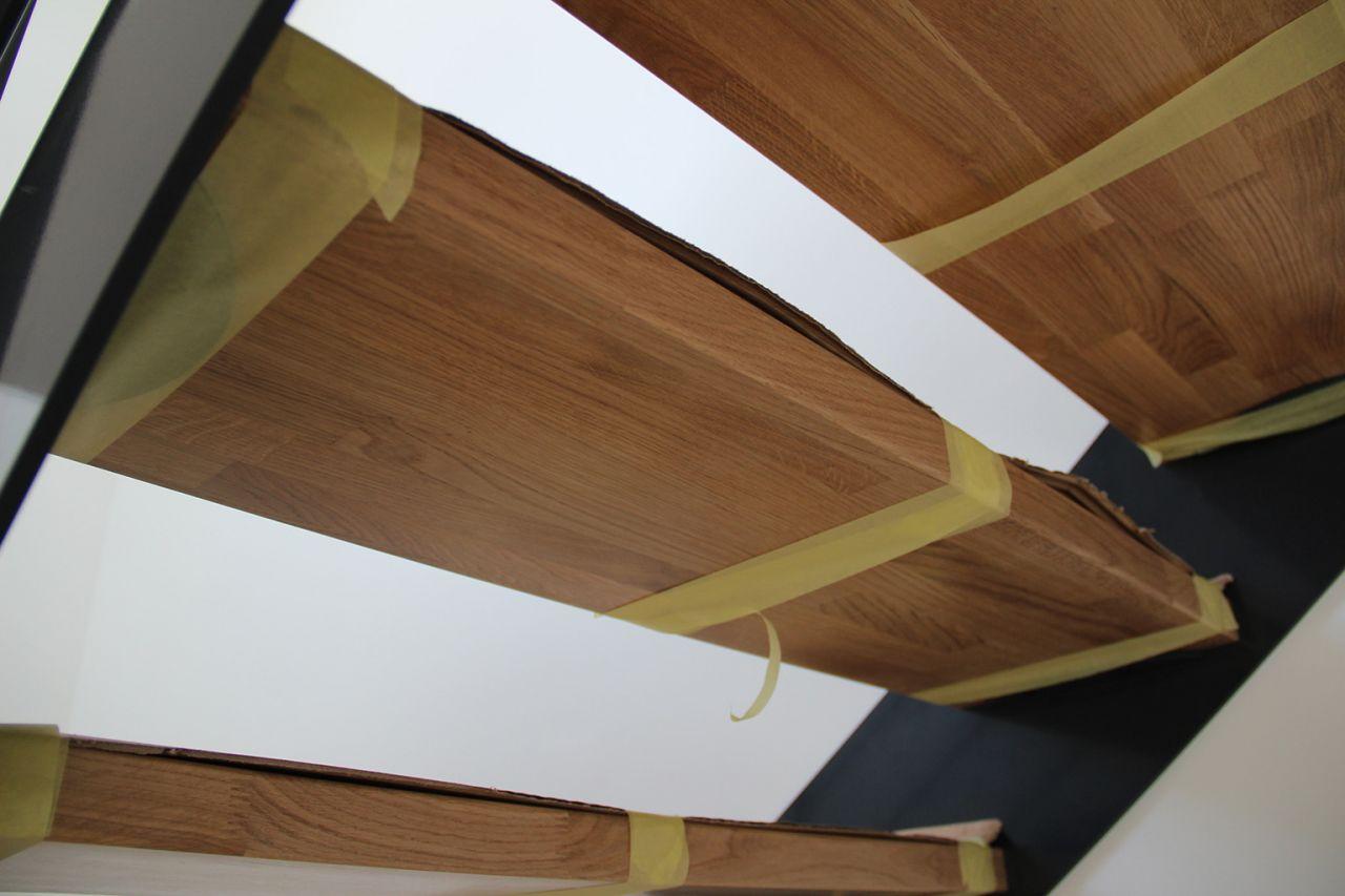 escalier m 233 tal et bois arriv 233 peintures de finition 1 232 re couche et arriv 233 e du carrelage