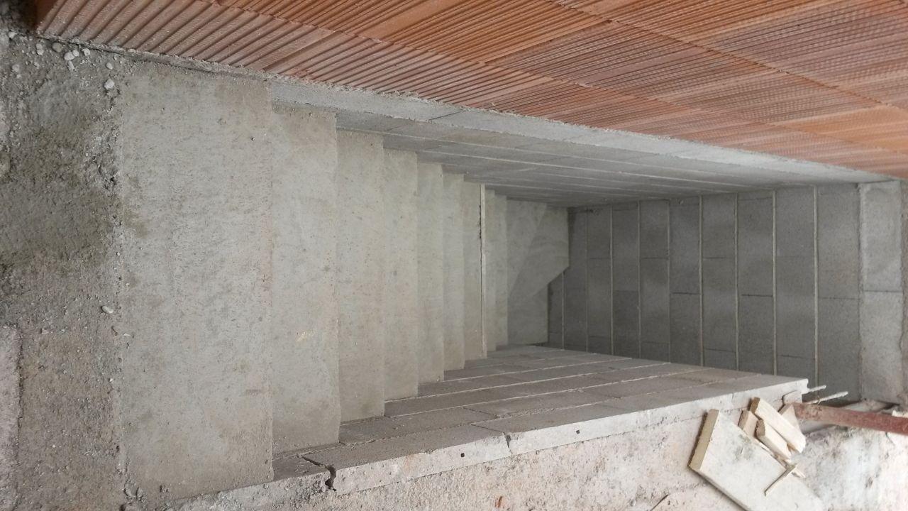 L'escalier béton du sous sol