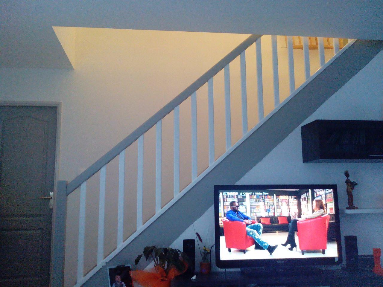 Peinture escalier papier peint couloir etage barcy for Peinture couloir et escalier