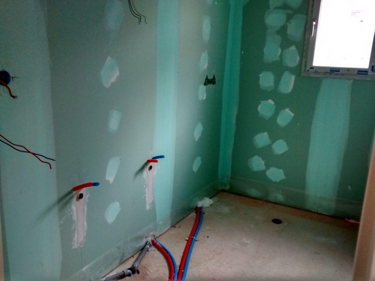 salle de bain (douche italienne de 90cm sur 150cm et double vasques