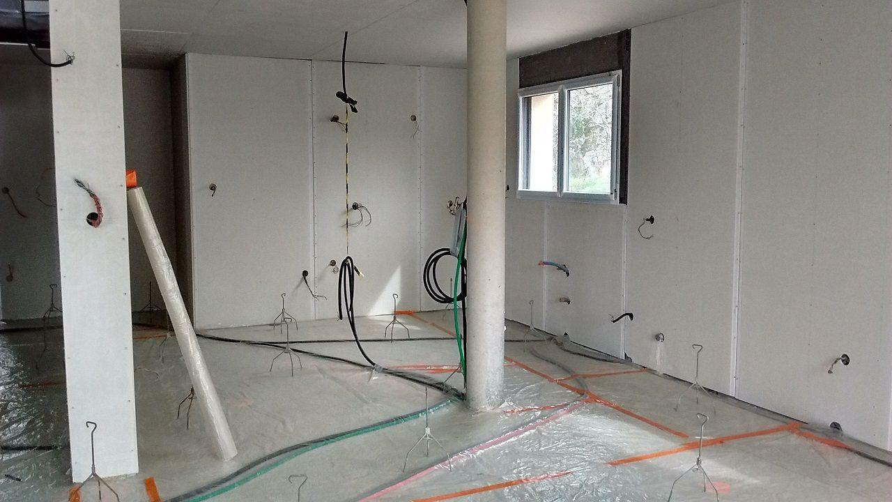 Ragreage sur plancher chauffant maison design for Poser du ragreage