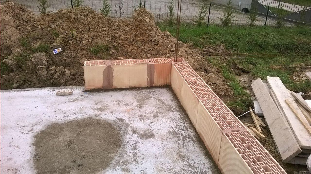 les premières briques