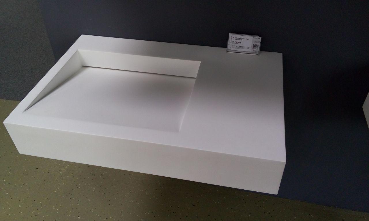 Photo lavabo à suspendre (en résine de synthèse)  Travaux