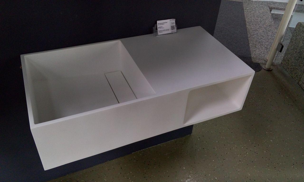 Lavabo suspendu avec espace de rangement