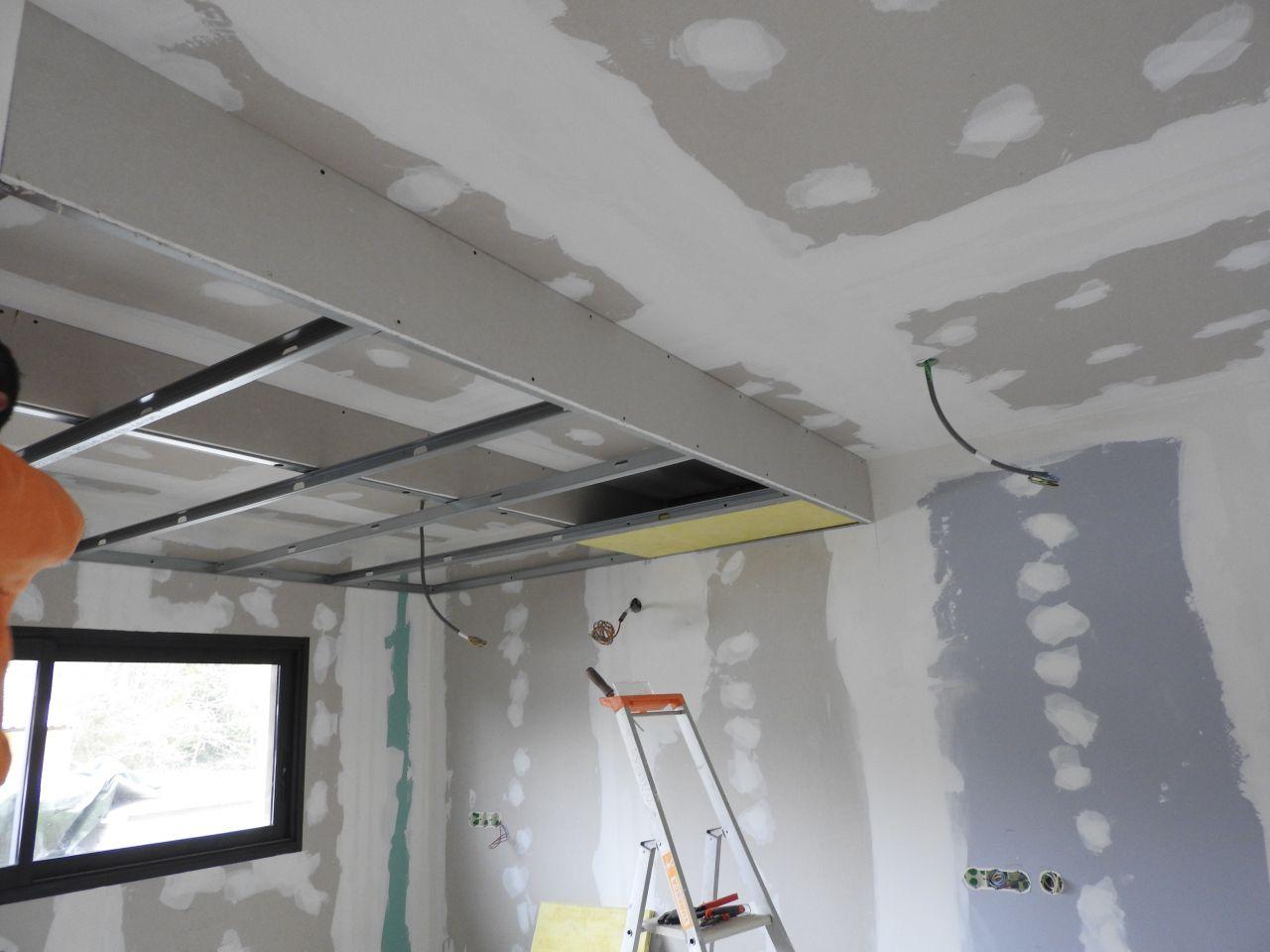 Encore un weekend placo et pose de la porte d 39 acc s au garag a y est pose du placo for Plafond de cuisine