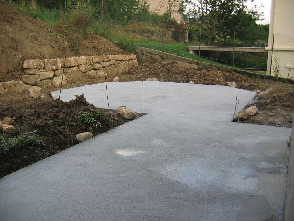emplacement où nous alolons monter la piscine que l'on voit dans mes photos précédentes
