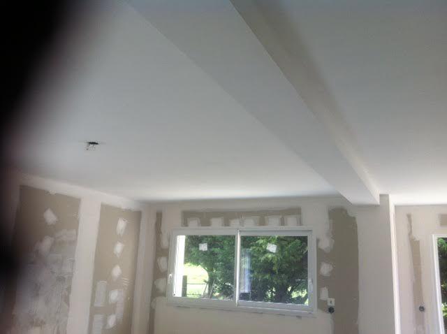 Les plafonds sont enfin finis (ici, ceux du salon)
