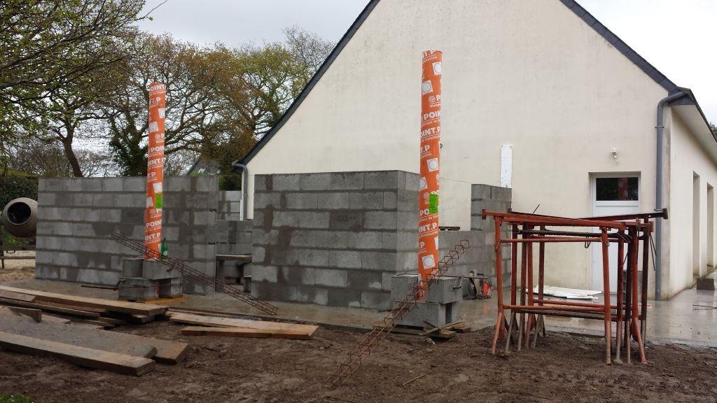 mur en parpaing et poteau pour toit terrasse