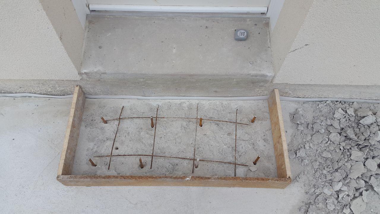 Fondation muret rand de parpaing et planelles dalle - Faire sa terrasse en beton ...