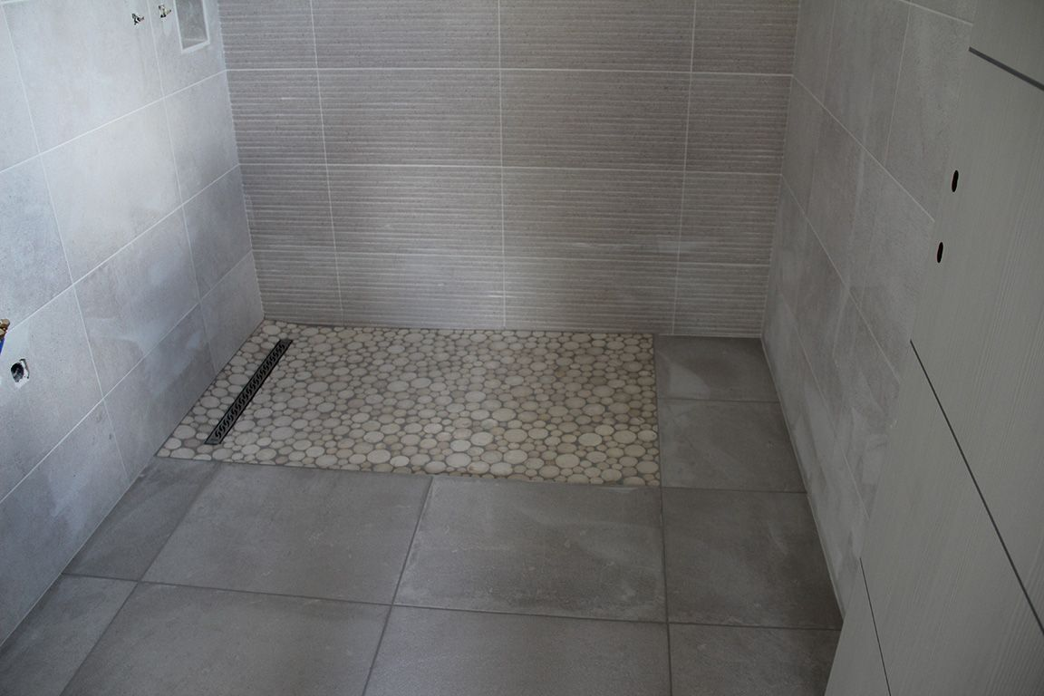 Photo pose des carrelages au rdc sdb parents for Carrelage salle de bains porcelanosa