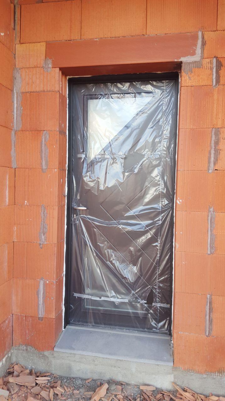 photo porte d 39 entr e avec deux vitrages triangle. Black Bedroom Furniture Sets. Home Design Ideas