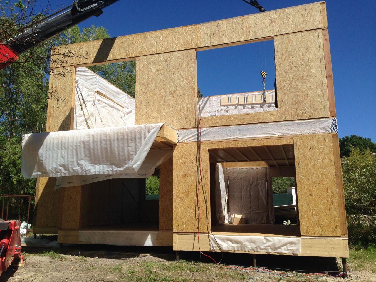 Montage murs du 1er étage. Façade sud-ouest.