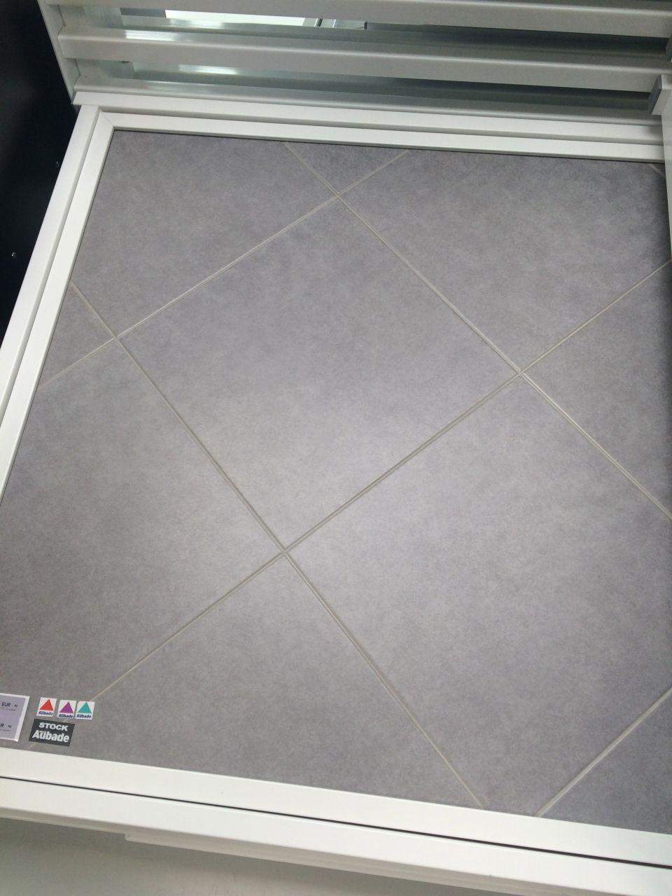 Choix du carrelage pièce principale  - Dimension 41x41 - Magasin Aubade dans la gamme du catalogue constructeur - réf : FEEL CINZA W41735