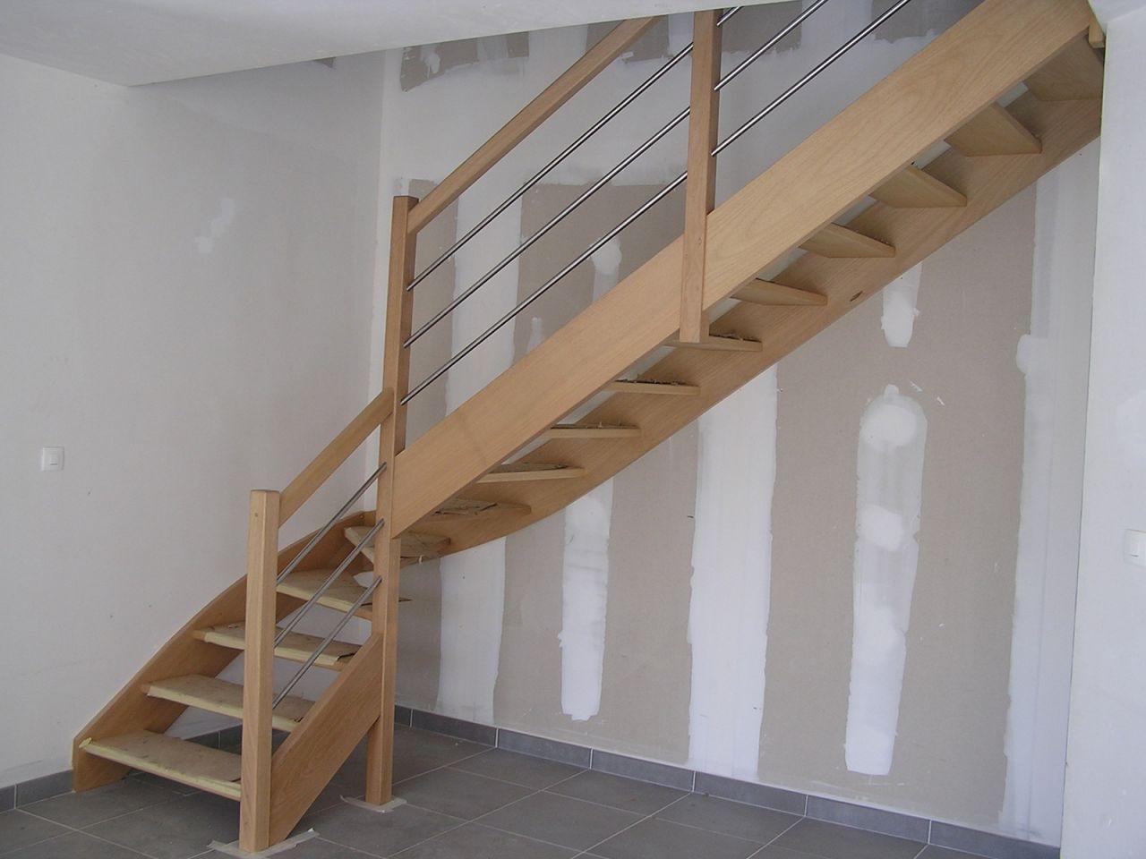 Visuel escalier pris sur internet : site =  www.bfconcept.fr/fr/escalier-sur-mesure <br /> Nous aurons un escalier en tout point similaire