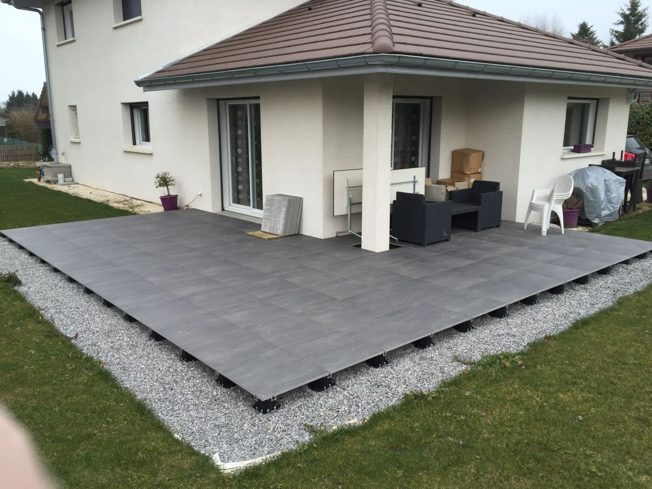 Poser dalle pvc sur carrelage maison design for Pose vinyl sur carrelage