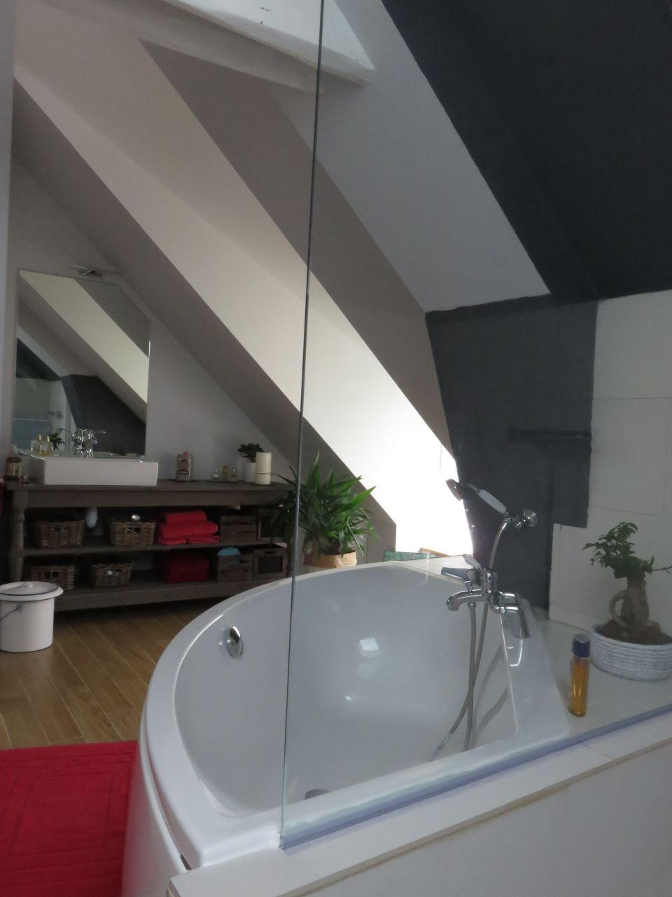 D co chambre pose d 39 une vitre entre la douche et la for Vitre douche leroy merlin