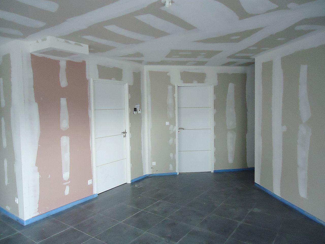 Carrelage fin peinture cellier terrassement terminer corbenay haute saone for Poser porte interieur