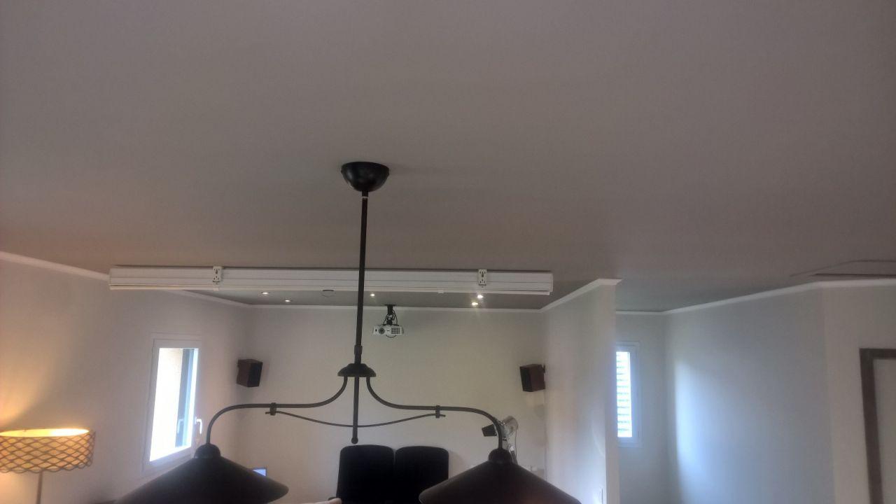 plafond de couleur avec moulure