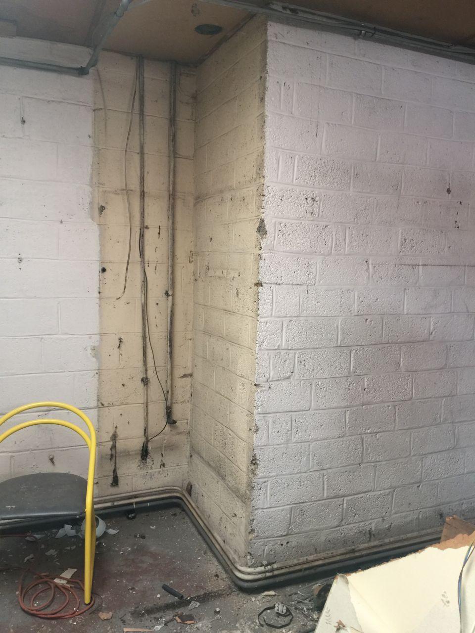 Dans le garage, l'entrée de la cave doit être déplacée sur le coté du décaissement.