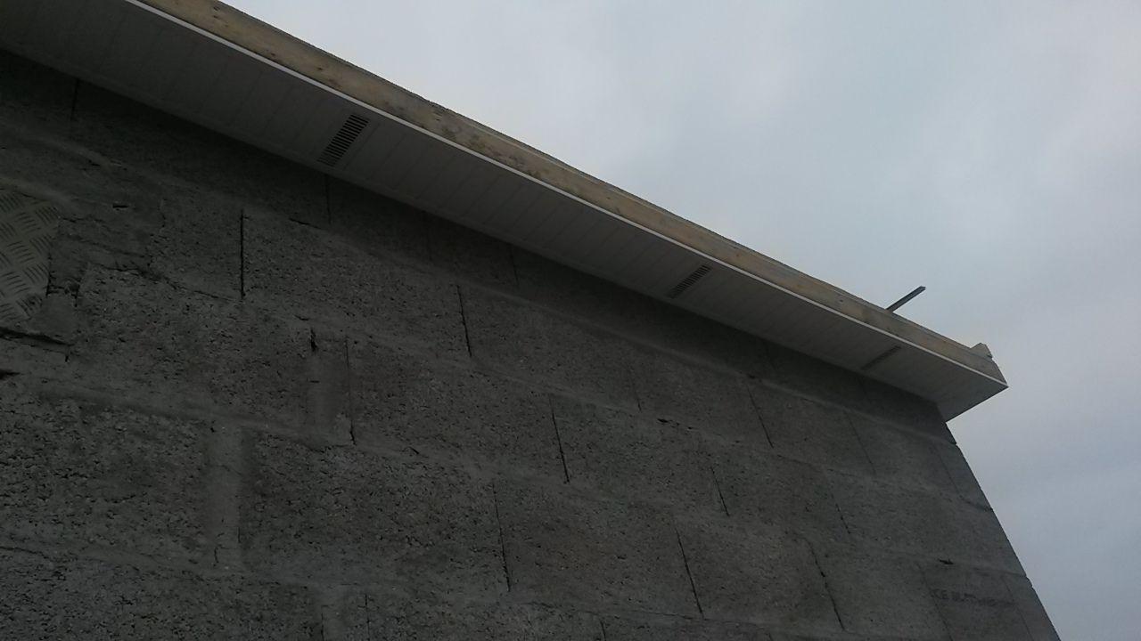 lambris pvc sous face de toiture débordante
