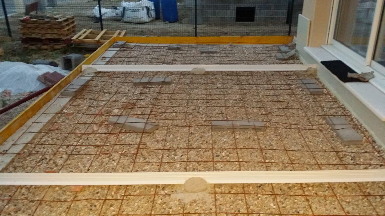 L 39 euro arrive vite la terrasse pergola en fer forg for Construire terrasse beton