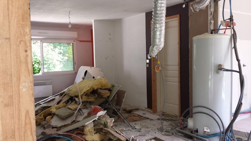 demolition des murs dans la partie existante la suite pose des menuiseries ext rieures. Black Bedroom Furniture Sets. Home Design Ideas
