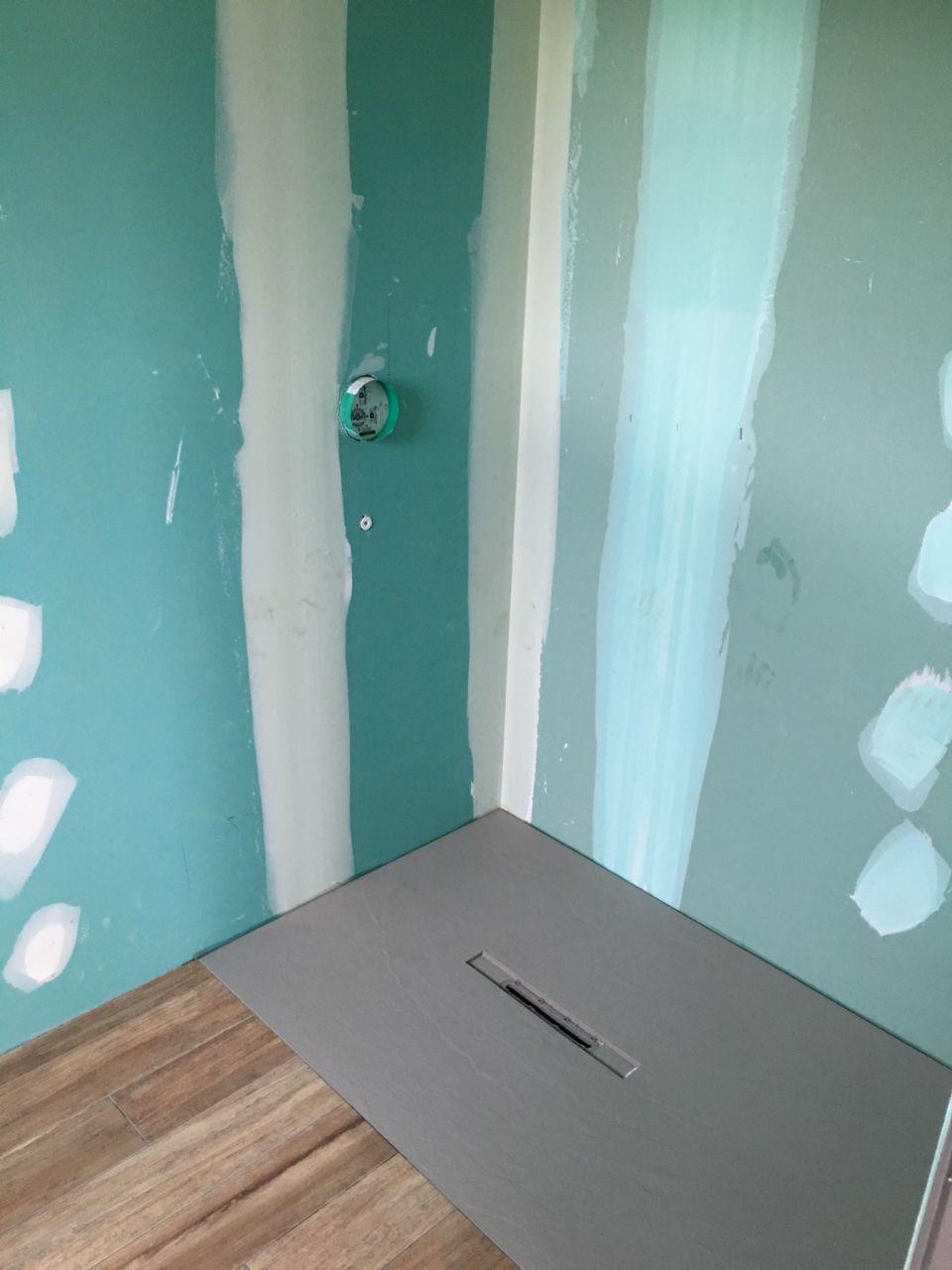 Bac à douche salle d'eau