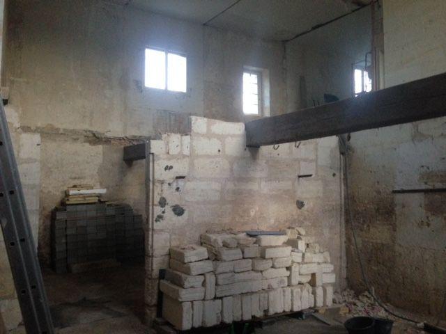 Le linteau était fendu et soutenu par une barre de fer.