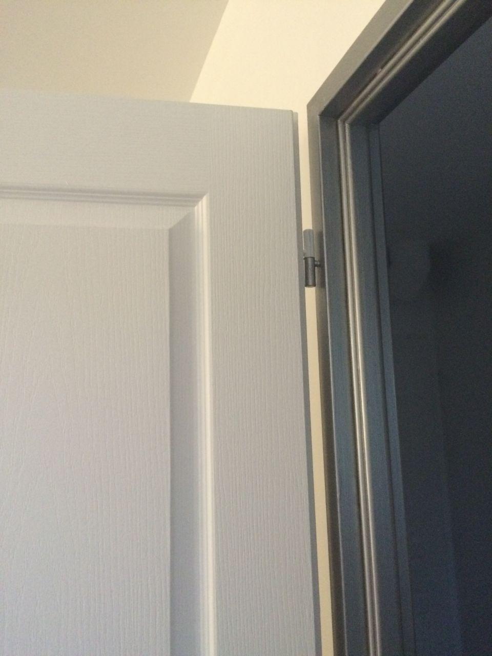 Peinture des encadrements de porte quelques photos for Encadrement de porte en aluminium