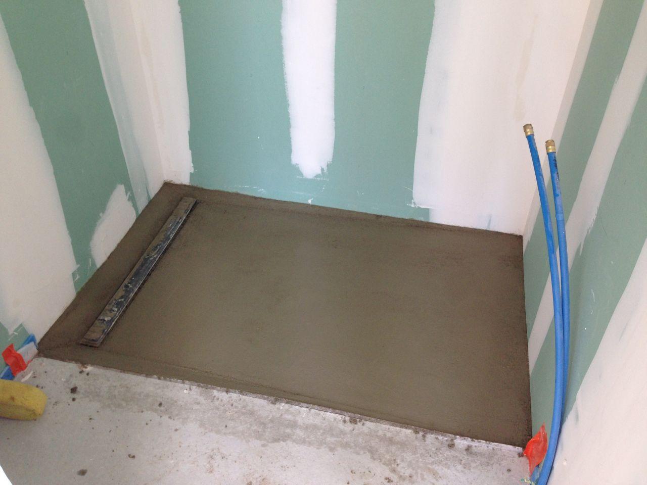Nos futures douches peinture des plafonds fait for Peinture pour bac a douche