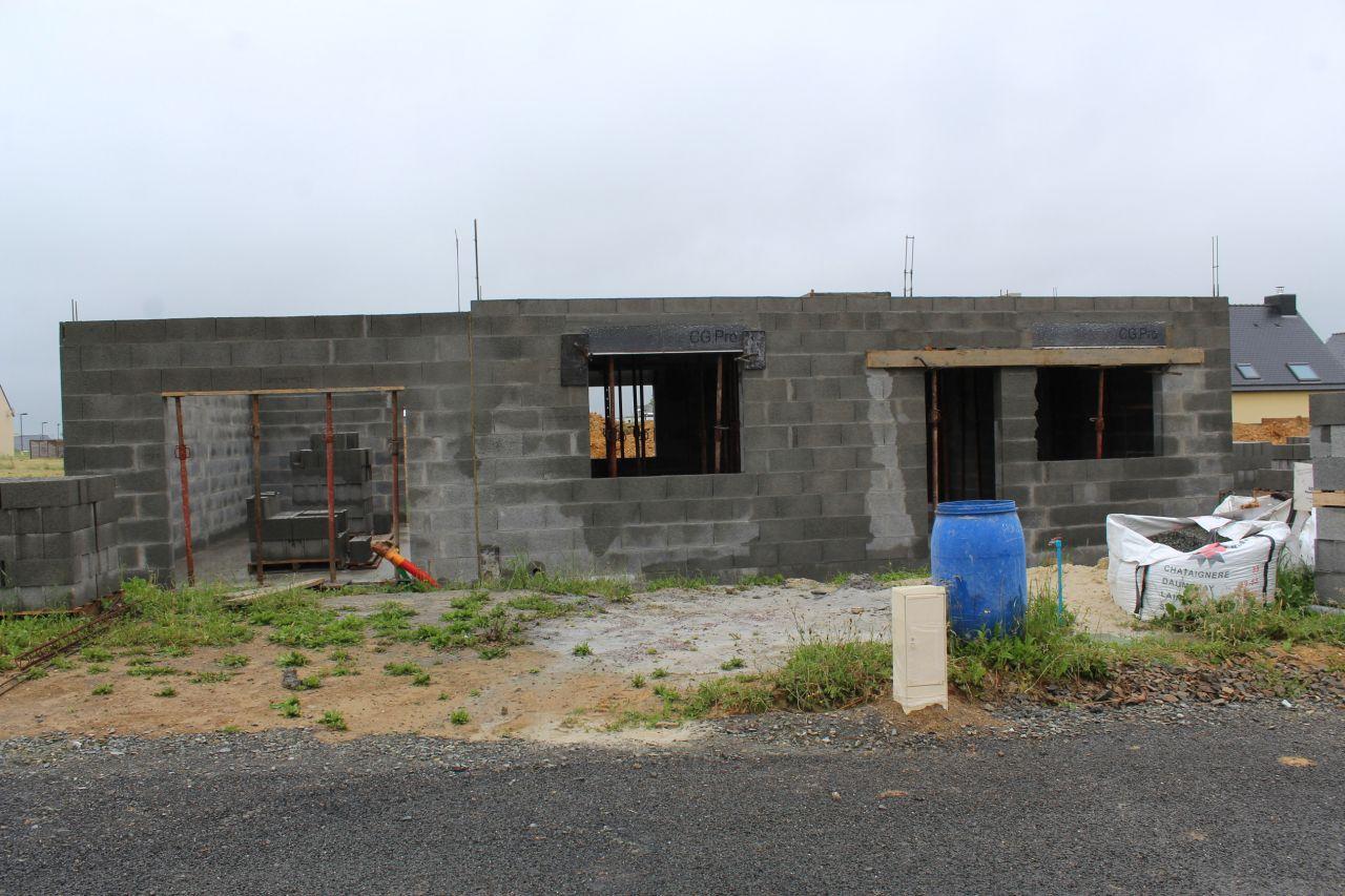Les murs du rdc sont terminées et la dalle de l'étage coulée