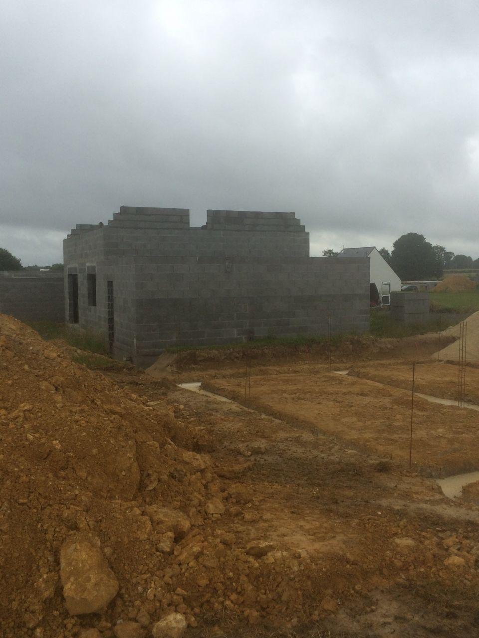 Élévation de l'étage... Commencement du chantier des voisins