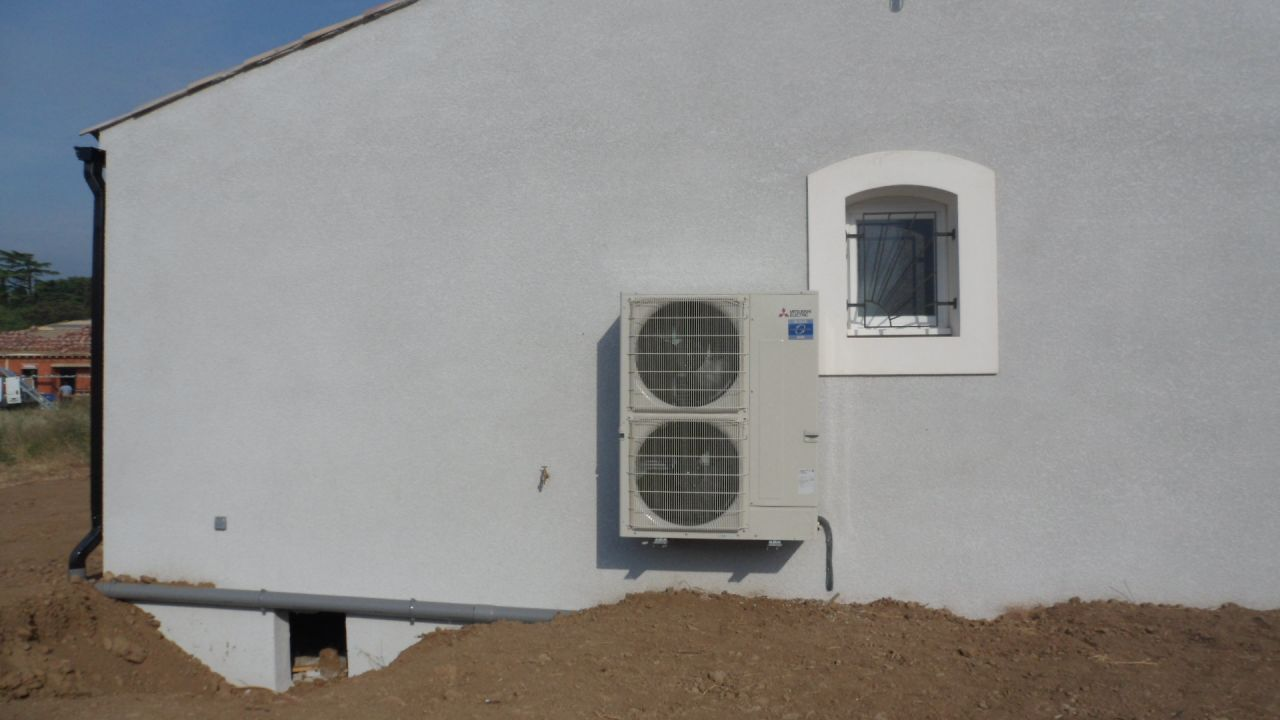 pac unit exterieure prevoir l 39 vacuation des condensats. Black Bedroom Furniture Sets. Home Design Ideas