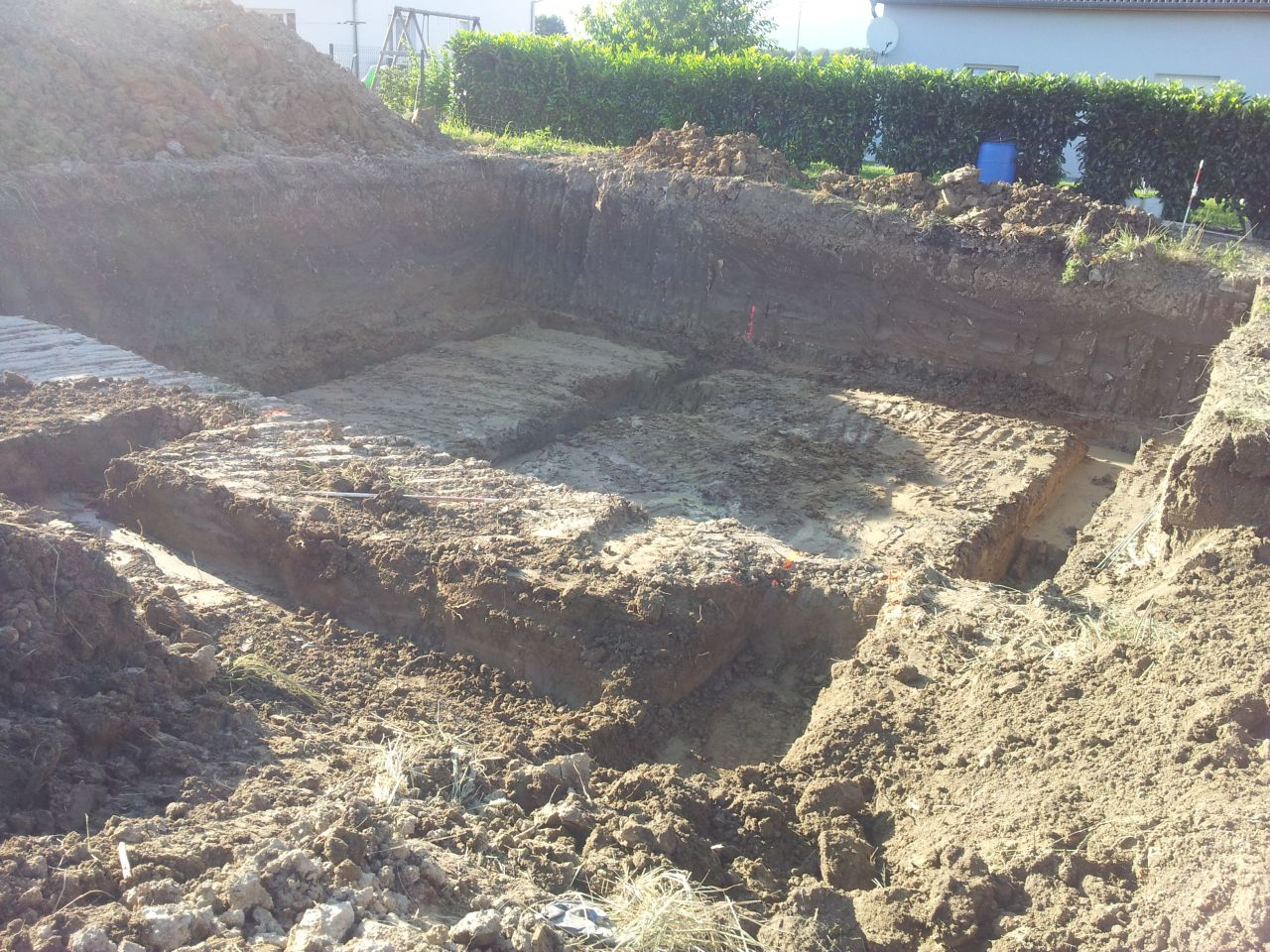 Fouilles terminées pour la maison + vide sanitaire + terrasse <br /> Toujours un peu d'eau qui remonte en surface, croisons les doigts qu'il ne pleuve pas avant les <a href=