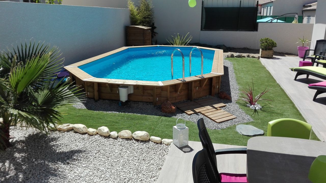 Photo am nagement du jardin avec piscine bois semi for Amenagement jardin avec piscine