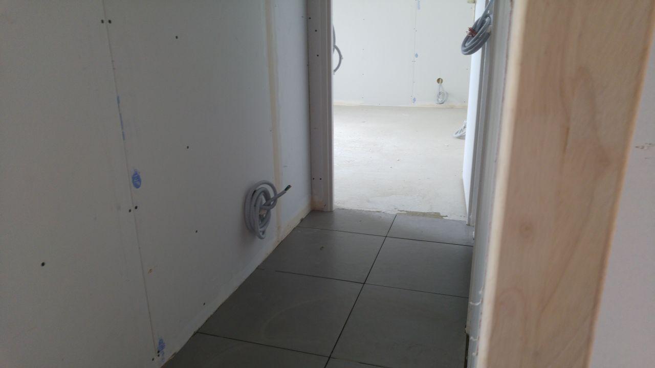 11 juillet 2016 plomberie achev e et d but carrelage for Seche serviette sous pente