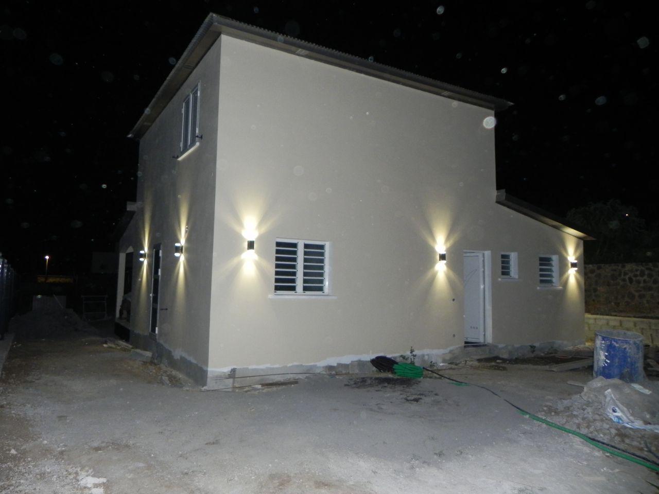 Peinture paillettes eclairage ext rieur electricit for Electricite exterieur maison