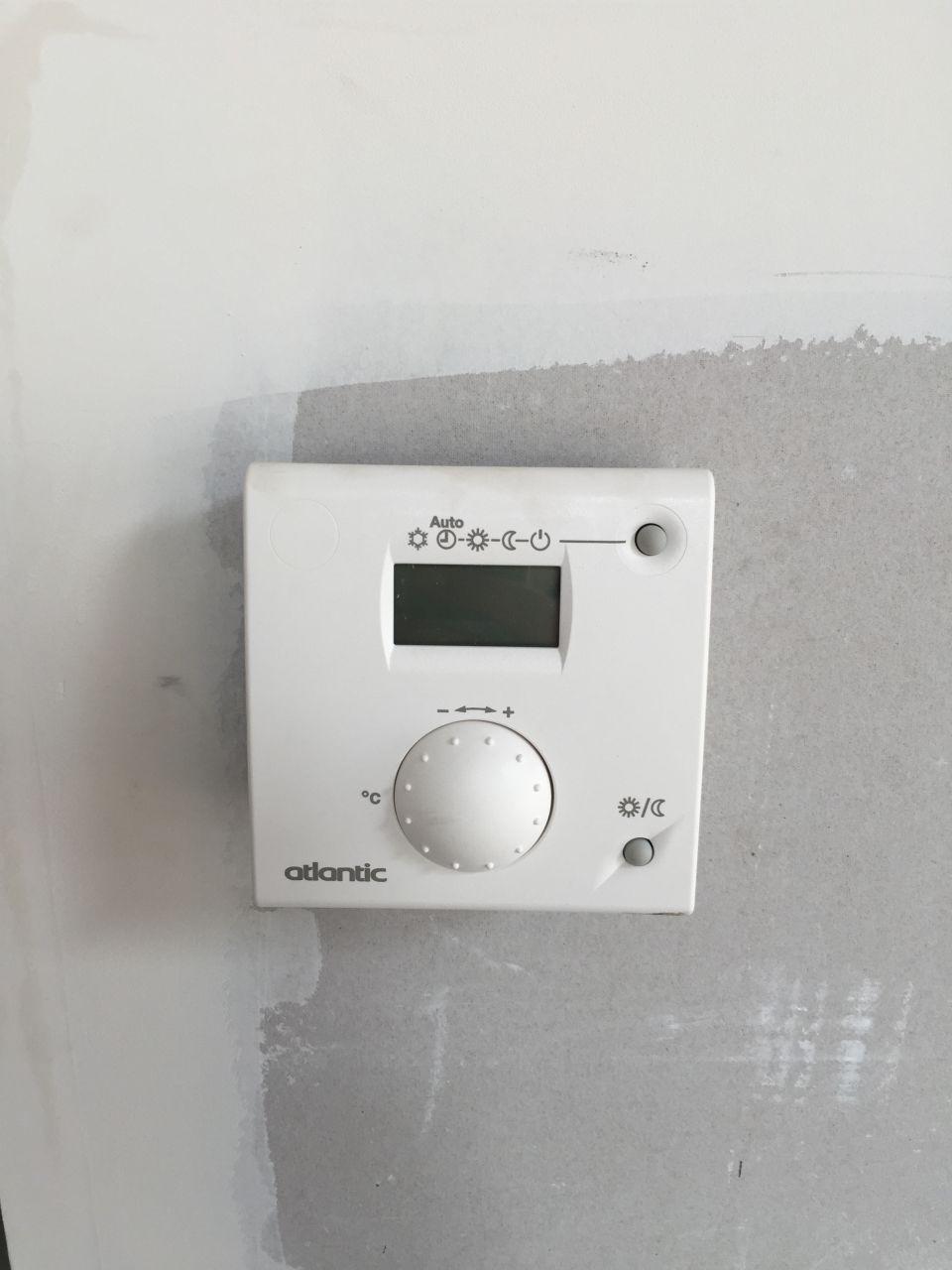 photo thermostat pac chauffage climatisation seine. Black Bedroom Furniture Sets. Home Design Ideas