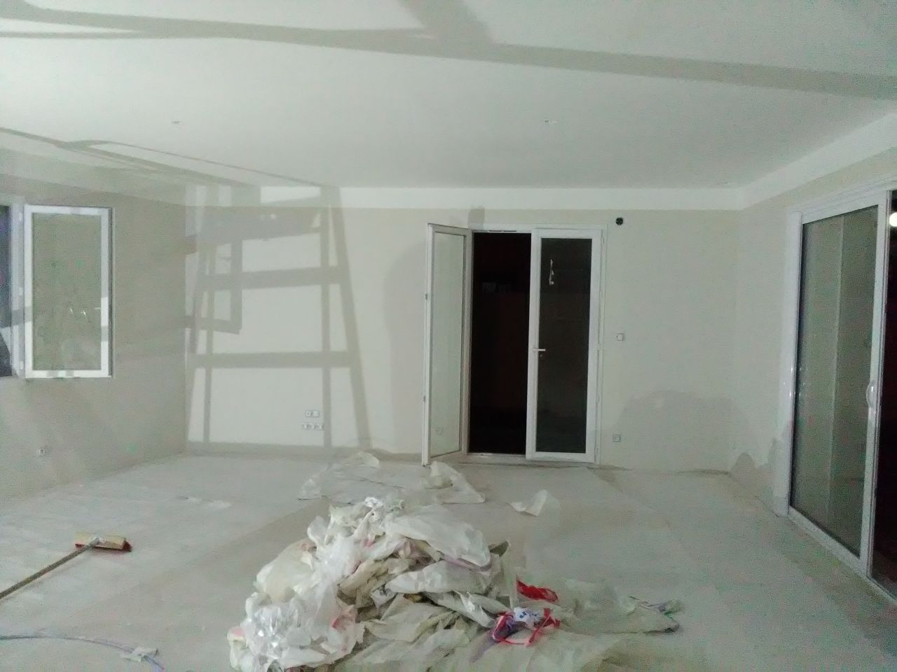 Isolation phonique et chape madame a mis sa robe de bal peintures termin es la seyne sur for Retouche peinture plafond
