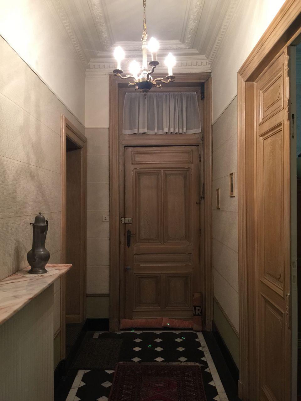 Hall d'entrée avant que la maison ne soit vidée