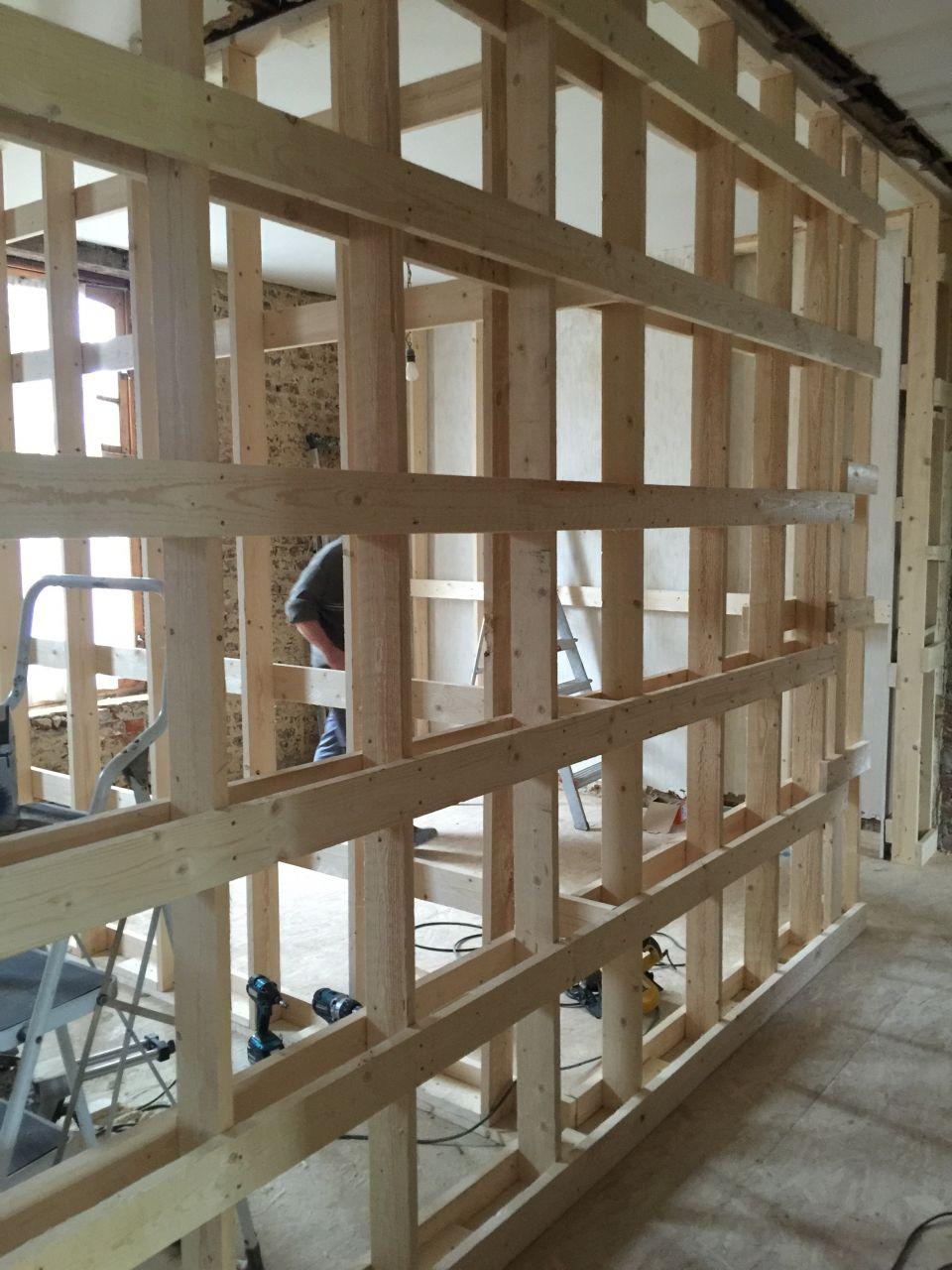 Construction des cloisons du 1er étage - structure en bois pour plaques de Plâtre